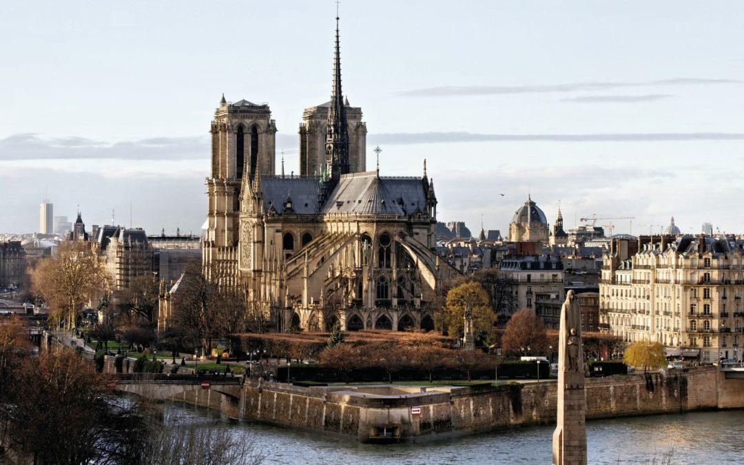 Notre-Dame de Paris : deux siècles de construction