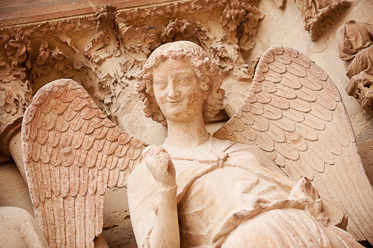 Statue L'Ange au sourire, Notre-Dame de Reims
