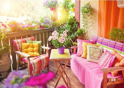 balcon aménagé en coin de paradis
